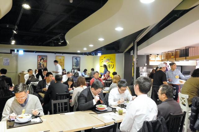 台湾のショッピングセンターの一角にオープンした屋台村「京都マルシェ・京都圓環」=新都商店提供