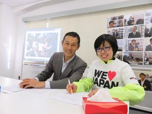 長坂優子さん(右)