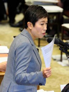 衆院予算委で質問する民進党の辻元清美氏=1日、岩下毅撮影