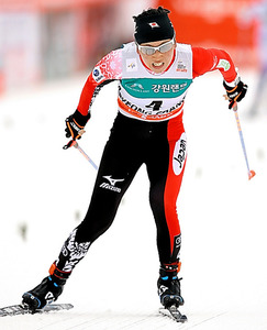 距離複合女子、3位でゴールする石田正子