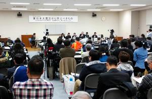 震災の遺族が集まった昨年のフォーラム=仙台市青葉区