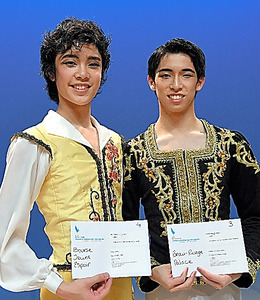 中尾太亮さん(右)と山元耕陽さん