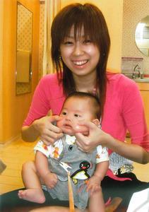 阿部由香利さんと1歳ごろの響輝ちゃん=遺族提供
