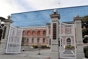 平野達彦被告の裁判員裁判が開かれた神戸地裁=神戸市中央区