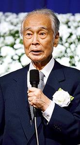 同じ「第三の新人」として活躍した阿川弘之さんのお別れの会で発起人を務めた三浦朱門さん=2015年11月、東京都内
