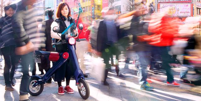 そこにあるだけで、存在感を醸し出す。それが、電動バイクをはじめとしたUPQ製品を貫く個性だ=東京・秋葉原