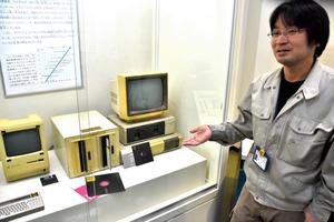 1980年代のパソコンについて語る漁剛志さん=山口市