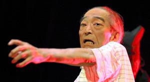 「命ありて」を演じる渡辺司さん。この日が最後となった=2011年8月5日