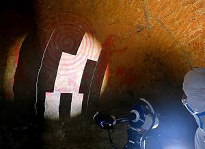 帰還困難区域にある清戸迫横穴で行われた3次元計測=9日、福島県双葉町