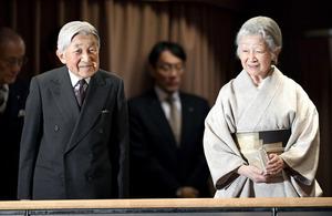 両陛下、文楽公演を鑑賞