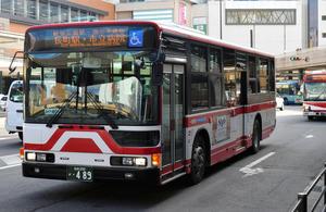 赤と白が目印の宮城交通のバス=仙台市青葉区