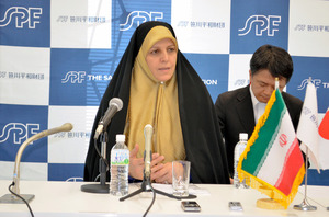 記者会見するイランのモラベルディ女性・家庭環境担当副大統領=14日、東京都内、杉崎慎弥撮影