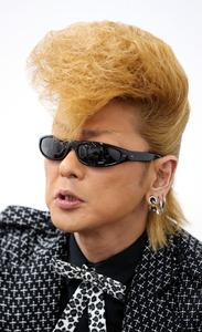 氣志團團長の綾小路翔さん=東京都品川区、堀英治撮影