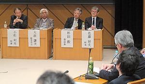 シンポジウム会場では、検討委委員への質問や意見が相次いだ=4日、東京都港区