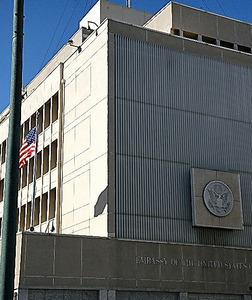 テルアビブにある在イスラエル米国大使館=渡辺丘撮影