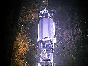 レール上で動けなくなった調査ロボット「サソリ」=国際廃炉研究開発機構提供