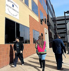 米ニュージャージー州トレントンの職業紹介施設。ここで面接などのアドバイスをしているエンジェル・アラモさん(38)は「米国人も移民もいい仕事を見つけるのは簡単ではない」と話す
