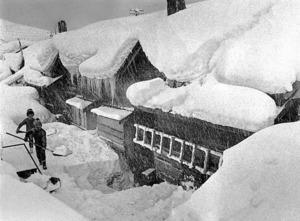 劉連仁が働いた明治鉱業昭和鉱業所の炭鉱住宅。1969年に閉山した=69年2月、北海道沼田町