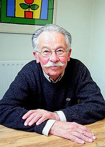 ディック・ブルーナさん=2005年、オランダ・ユトレヒトのアトリエ