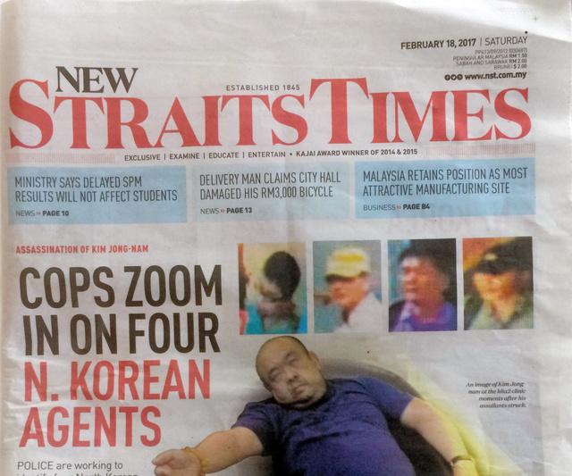 18日付のマレーシア紙「ニュー・ストレーツ・タイムズ」の1面。空港から病院に搬送されるのを待つ間の金正男氏のぐったりした様子が掲載されている