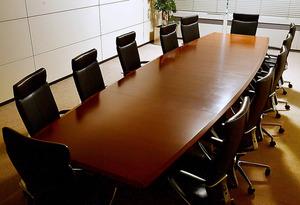 本社の役員会議室。会社の未来を決める場だ=16日、東京都千代田区、金居達朗撮影