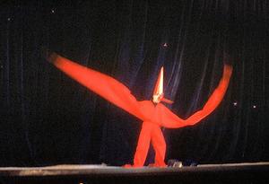 具体美術協会「舞台を使用する具体美術 第1回」(1957年)から白髪一雄「超現代三番叟」=大阪新美術館建設準備室GA24