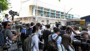 金正男氏の遺体が安置されているクアラルンプールの病院には21日、多くの報道陣が詰めかけた=乗京真知撮影