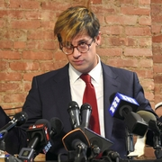 ブライトバート看板記者が辞任 小児性愛巡る発言で