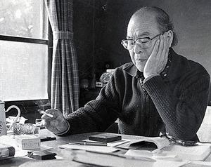 兵隊生活の哀歓を描いた作家、棟田博=1982年