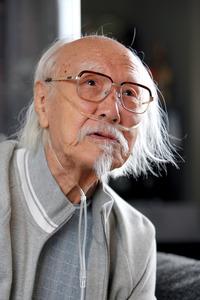 鈴木清順さん=2009年、東京都江東区