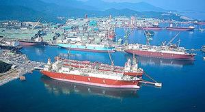 巨済島にあるサムスン重工業のドック=東亜日報提供