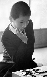 史上最年少の11歳9カ月で入段。勝負の世界に入る覚悟を定め、厳しく自分を追い込んだ=1968年