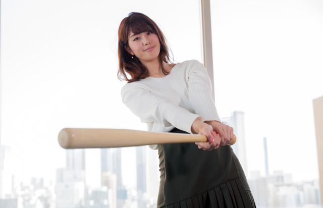侍ジャパンに「打ちまくって」とエールをおくる稲村亜美さん=佐藤正人撮影