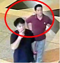 事件に関与したとみられる2人の男の画像。19日にマレーシア警察が提供した=ロイター。その後の警察への取材で、事件当日の13日に空港にいた在マレーシア北朝鮮大使館のヒョン・クァンソン2等書記官(右)と高麗航空のキム・ウクイル職員だとわかった