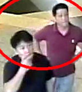 <現場に大使館員> 事件に関与したとみられる2人の男の画像。19日に警察が提供した=ロイター。事件当日に空港にいた北朝鮮大使館のヒョン・クァンソン書記官(右)と高麗航空のキム・ウクイル職員だとわかった
