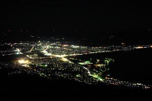 「ひかりのアゲハ」と呼ばれるむつ市の夜景=むつ市提供