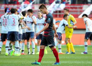 FC東京に敗れ、下を向く鹿島・鈴木