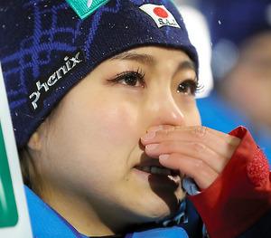 世界選手権での優勝を逃し、涙を流す高梨沙羅=林敏行撮影