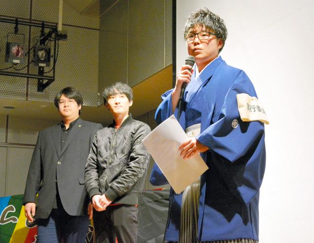 名古屋LGBT成人式でALLY(アライ)宣言に立った実行委員会と学生団体の代表=名古屋市中区