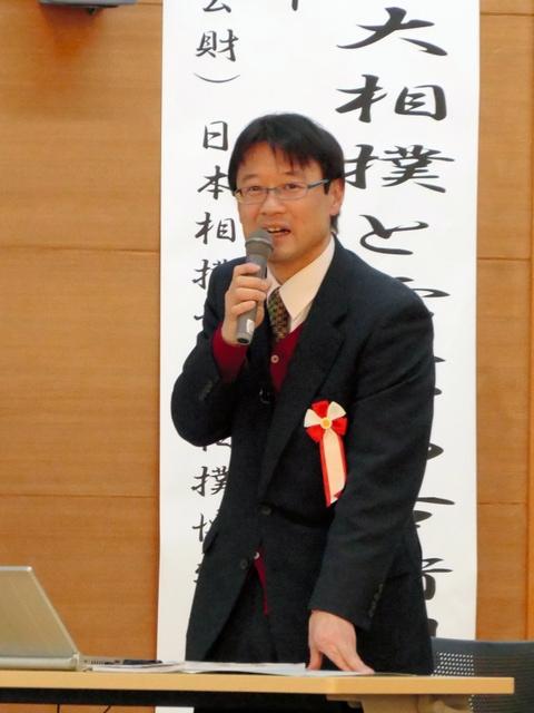 記念講演で雷電について語る土屋喜敬さん=東御市中央公民館