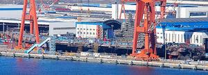 中国遼寧省大連で建造が進んでいる中国初の国産空母