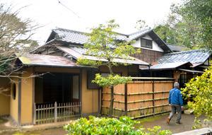 老欅荘。建物左の玄関でも茶をたてられる=神奈川県小田原市板橋