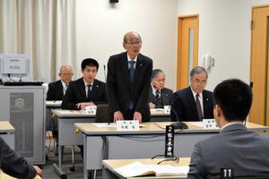 3月31日の避難指示解除について「容認する」と表明した馬場有町長=二本松市の浪江町仮役場