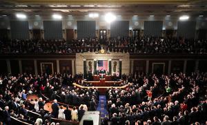 2月28日(日本時間1日午前)、施政方針演説を行うトランプ大統領が到着した米ワシントンの連邦議会=AFP時事