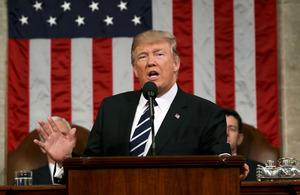 米ワシントンの連邦議会で28日、施政方針演説をするトランプ大統領=ロイター