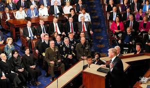 ワシントンで28日、議会で施政方針演説をするトランプ大統領=ロイター