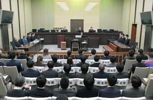 母子殺害事件の差し戻し控訴審で判決公判が開かれた大阪高裁の法廷=2日午前10時27分、代表撮影