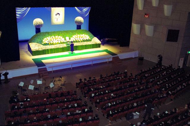 小尻知博記者の朝日新聞社葬=1987年5月15日、西宮市民会館
