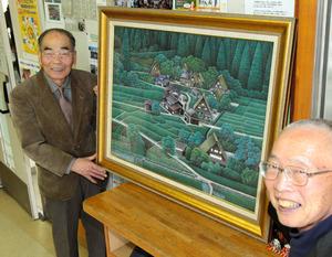 油絵を寄贈する林泰二さん(左)と大和荘の長谷川正さん=尾張旭市柏井町