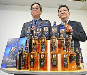 ニッカウヰスキーは、主力の「ブラックニッカ」で限定品(中央上段)を出し、国産原酒不足をしのごうとしている=東京都港区